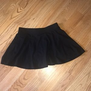Girls black knit scort skirt